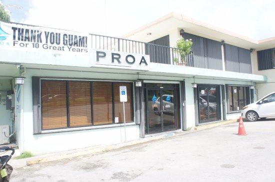 PROA Restaurant Guam: メイン通りに立地
