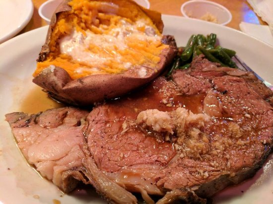 Brooksville, FL: Prime rib with sweet tater and green beans. Raw horseradish on the meat