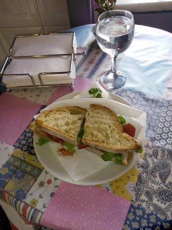 A Casa dos Poetas - Casa de Chá: Terceto alentejano: pão do monte, carne assada e vegetais, o segredo está na maionese de laranja