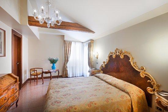 德埃珀卡聖卡希亞諾酒店照片