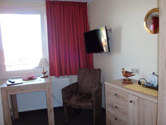 Hotel rodenbaeck bewertungen fotos neuharlingersiel for Zimmer neuharlingersiel