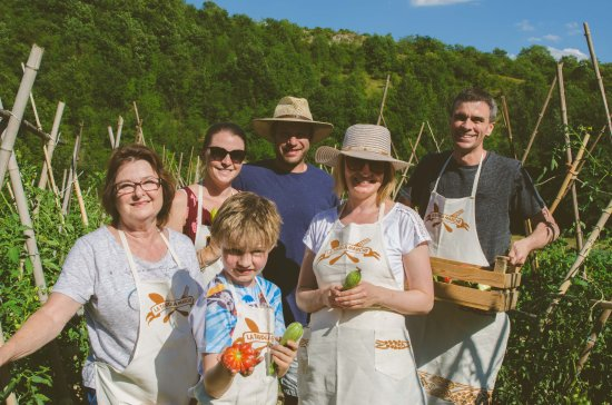 Sant'Angelo in Vado, Italien: farm to table cooking classes and dinners!