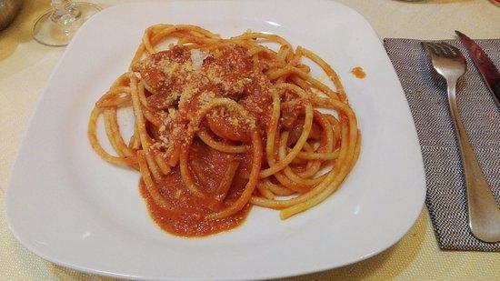 Da Vito e Dina: Bucatini all'Amatriciana: porzione giusta e buon condimento