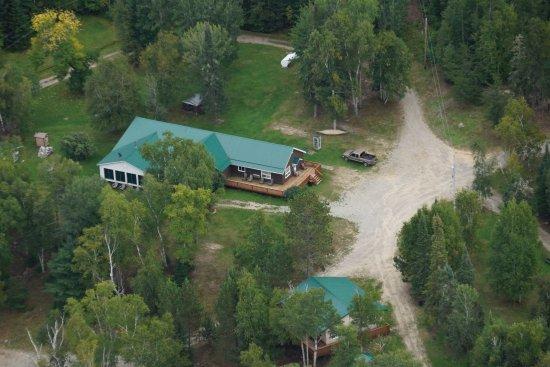 Atikokan, Canadá: Main lodge and a cabin