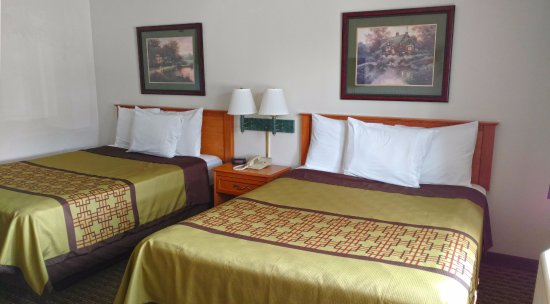 America's Best Inn Annandale : Two Queen Beds