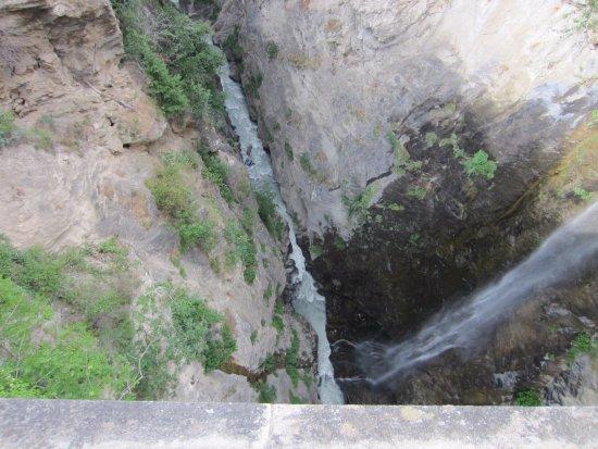 Ponte d'Introd: Vista sul fiume 80 metri sotto