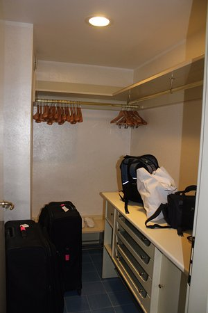 Grand Hotel Excelsior: Huge closet in suite