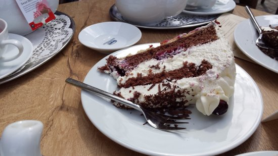 Cafe Beeg: sweet cake
