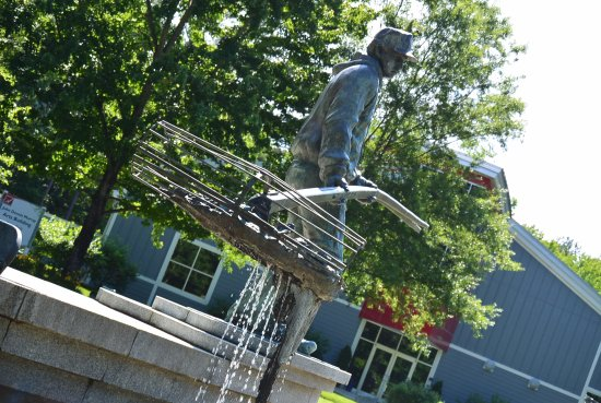 Solomons, MD: A Tribute the the Oyster Tonger, A Chesapeake Waterman greets visitors