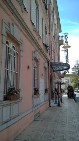 facciata hotel lato strada - Foto di Hotel Belsoggiorno, Sanremo ...