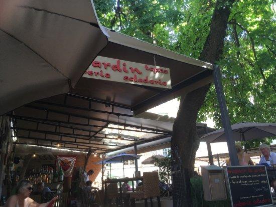 Le jardin pezenas 2 restaurant avis num ro de for Restaurant a pezenas
