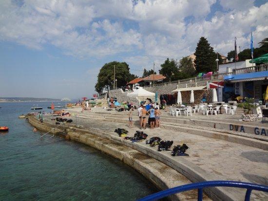 Selce, كرواتيا: Einstiegsbereich für das Hausriff