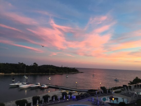 Island Hotel Istra: Evening sky from balcony over pool