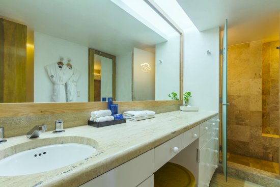 Ensuite Bathroom Regina ensuite bathroom - picture of club regina cancun, cancun - tripadvisor