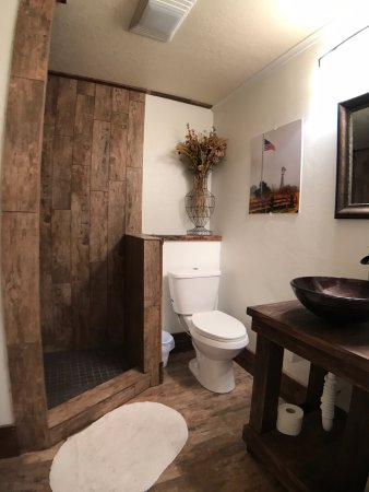 Mason, TX: Bathroom in Ranch room with walk in shower