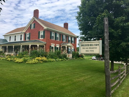 Hollister Hill Farm B&B: Beautiful historic farm house