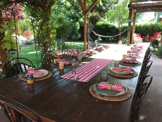 Cali Cochitta Bed & Breakfast: Fantastic outdoor breakfast at the Cali Cochitta B&B