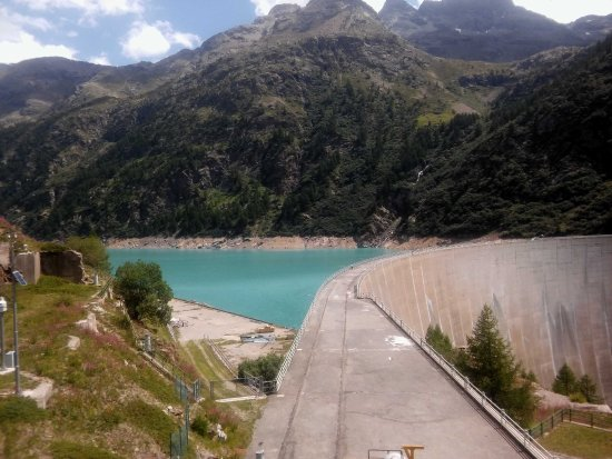 Bionaz, Italy: Il Lago artificiale di Place-Moulin