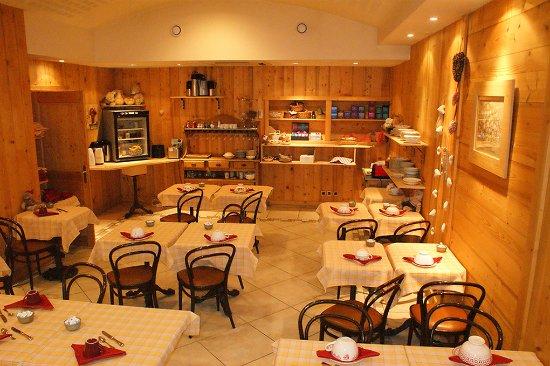 Marigny-Saint-Marcel, France: Salle petit déjeuner