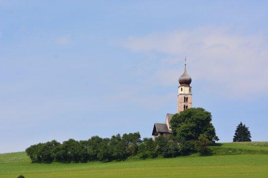 Vitalpina Wanderhotel Europa: Chiesa di San Valentino