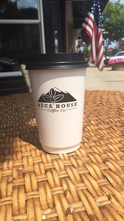 Upper Sandusky, OH: Love the atmosphere in Beca House and coffee is delicious. I got the hazelnut latte and wasn't d