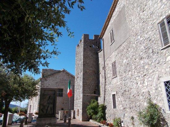 Vico nel Lazio, Itália: Cinta muraria