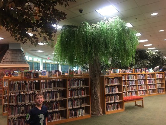 Brentwood Library: The most amazing Children's section that I have ever seen!