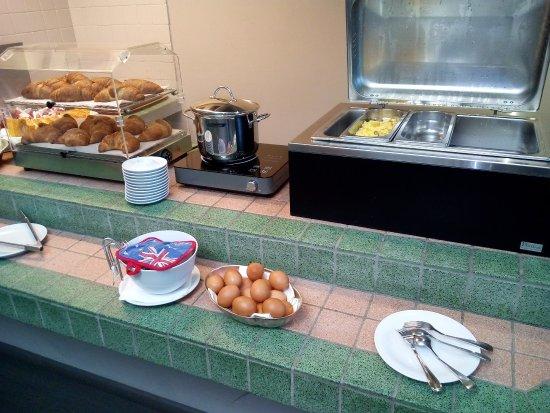 Santa Vittoria d'Alba, Italia: Breakfast buffet