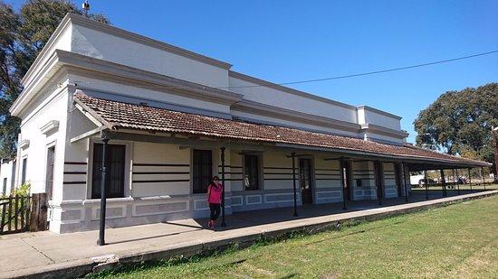 Mercedes, Argentina: La vieja estación. En los galpones se encuentra el museol. Comparte el parque con el sambodromo