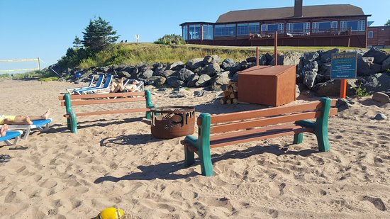 Pictou Lodge Beachfront Resort: Beach Firepit