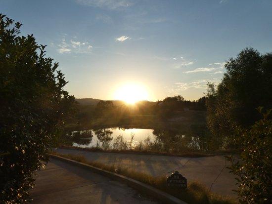 Ahwahnee, CA: Aussicht vom Pool über den Teich