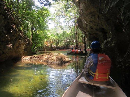 San Ignacio, بليز: Barton Creek Cave Canoeing