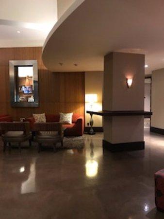 Hotel Angeleno: Parte do saguão de entrada