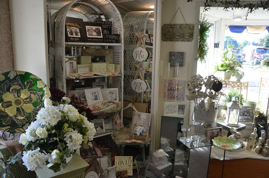 Hopkinsville, KY: We also carry beautiful wedding gifts.