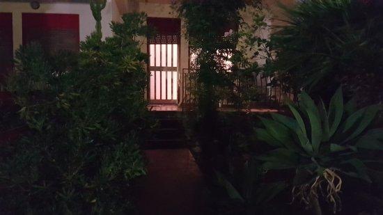 Entrata giardino fronte senza illuminazione esterna picture of