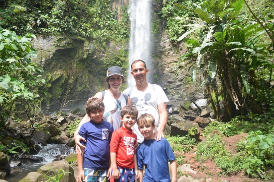 Playa Flamingo, Costa Rica: The waterfall!