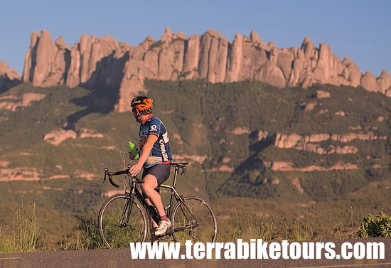 Terra BikeTours: Ride from Barcelona to Montserrat with one of our Canyon Carbon road bikes