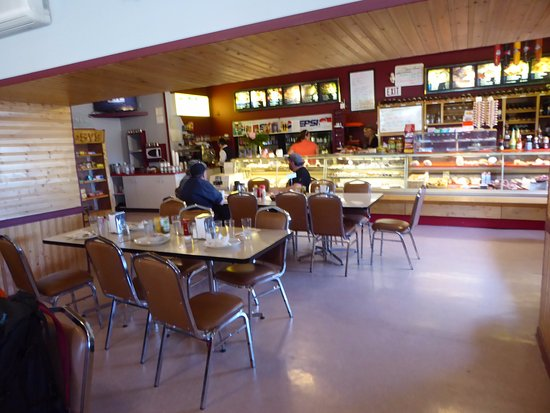 Gypsy's Bakery and Restaurant: Interior View from Front Door to Counter