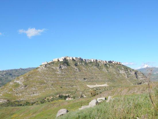 Sant'Angelo Muxaro, Italie : Area archeologica e paese da fuori