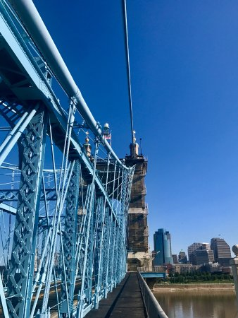 Roebling Suspension Bridge : riding over the bridge from the Kentucky side