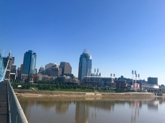 Roebling Suspension Bridge : riding over from the Kentucky side