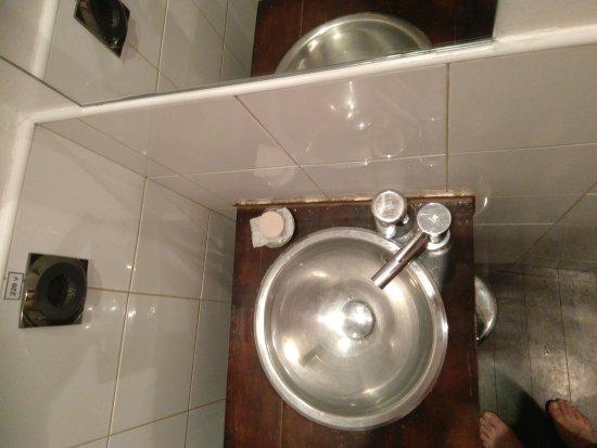 Hostel Santa Ana Colors: Limpeza do quarto e em especial da casa de banho deixa muito a desejar.
