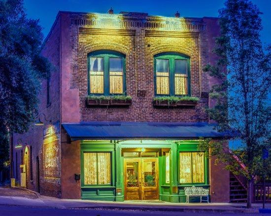 The Peerless Hotel: Peerless Hotel by night
