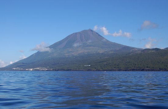 Lajes do Pico, Portugal: Pico view from sea
