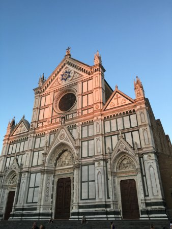 Basilica di Santa Croce: It's also nice to sit outside on the steps.