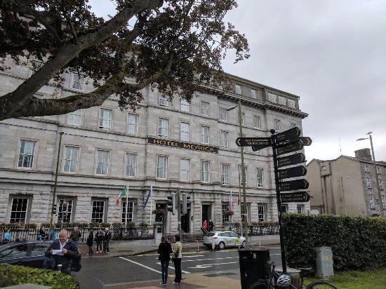 Hotel Meyrick: Front of hotel.