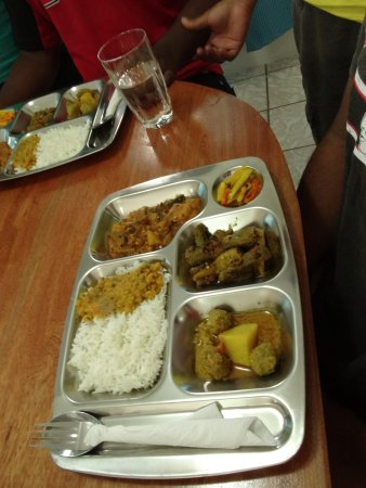 Пунта-Горда, Белиз: Served in a thali you get a selection of curries. Vegetarian options always ready for you too.