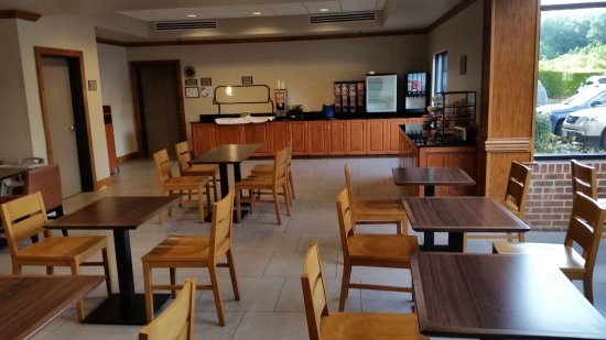 Country Inn & Suites by Radisson, Raleigh-Durham Airport, NC: Breakfast Area