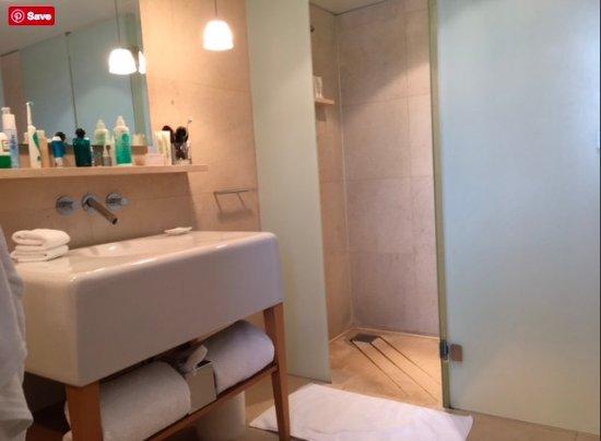 St Martins Lane London Hotel : wash basin