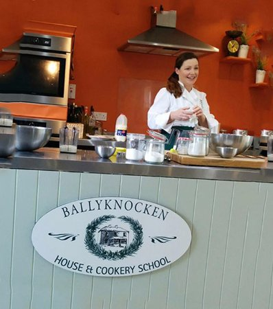 Glenealy, Irlanda: Celebrity chef and award winning food writer, Catherine Fulvio is the instructor.